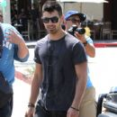 Joe Jonas was spotted leaving the Kings Road Cafe in West Hollywood today, May 23.