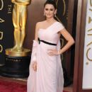 Penelope Cruz arrives The 86th Annual Academy Awards - Arrivals (2014)