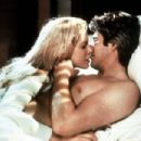 Kim Basinger and Richard Gere in Final Analysis (1992)