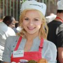 Anya Monzikova - Volunteering At The Los Angeles Mission During Easter On April 2, 2010 - 454 x 623