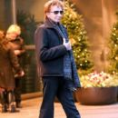 Barry Manilow seen leaving his hotel in New York City, New York on December 16, 2014 - 404 x 594