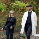 Reese Witherspoon – Out for a walk on a rainy day in Central Park