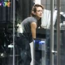 Jessica Alba – Sneaks in a night cycle house gym session in West Hollywood