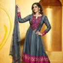 Zarine Khan Exclusive Roopam Dress Collections - 400 x 524