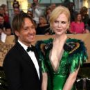 Keith Urban and Nicole Kidman : 23rd Annual Screen Actors Guild Awards - 416 x 600