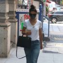 Katie Holmes – Wears a protective mask while running errands in New York