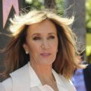 Felicity Huffman – Eva Longoria Hollywood Walk Of Fame Ceremony in Beverly Hills - 454 x 617