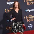 Lesley Ann Warren – 'Christopher Robin' Premiere in Los Angeles - 454 x 664