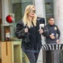 Khloe Kardashian – Shopping at Polacheck's Jewelers in Los Angeles - 454 x 681