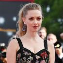 Amanda Seyfried – First Reformed red carpet at 2017 Venice Festival - 454 x 681