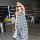 Heidi Klum and her boyfriend touch down at LAX airport in Los Angeles, Califronia on July 31, 2016 - 423 x 600