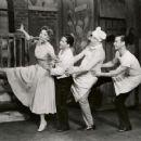 Wonderful Town Original 1953 Broadway Cast Starring Rosalind Russell - 454 x 360
