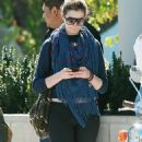 Anne Hathaway Shopping In Santa Monica, March 14 2010