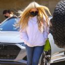 Avril Lavigne – Out for a lunch at the Soho House in Malibu
