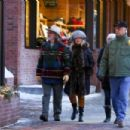 Goldie Hawn and Kurt Russell – On New Years Day in Aspen - 454 x 303