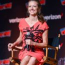 Amy Acker – 'The Gifted' Photcall at 2018 New York Comic Con - 454 x 682