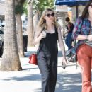 Kirsten Dunst – Seen Out for a walk with a friend in Studio City - 454 x 623