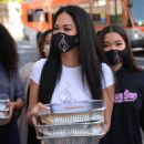 Kimora Lee Simmons – Seen while out Thanksgiving meals to the homeless in Los Angeles - 454 x 544