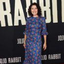 Lisa Edelstein – 'Jojo Rabbit' Premiere in Los Angeles - 454 x 697