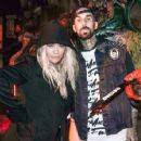 Rita Ora and Travis Barker - 454 x 354