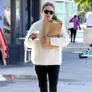 Natalie Portman – Shoping in Los Feliz - 454 x 681
