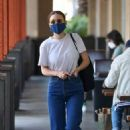 Rooney Mara – Shopping at grocery store in Los Angeles