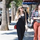 Kirsten Dunst – Seen Out for a walk with a friend in Studio City - 454 x 590