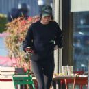 Kendall Jenner in Tights – Out for lunch in Los Angeles - 454 x 681