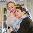 Ulla (Uma Thurman) and Leo Bloom (Matthew Broderick) in The Producers (2005) - 454 x 697