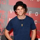 Actor Nathaniel Buzolic attends the 2015 MTV Video Music Awards at Microsoft Theater on August 30, 2015 in Los Angeles, California - 423 x 600