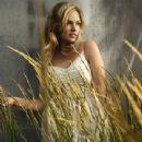 Justine Legault - 340 x 440