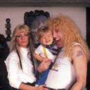 Dee Snider at home with his wife Suzette Snider and son Jesse Blaze Snider on December 1, 1983 in New York. - 399 x 594