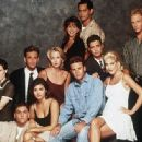 Brian Austin Green, Jason Priestley, Jennie Garth, Jamie Walters, Luke Perry, Tiffani Thiessen, Tori Spelling, Gabrielle Carteris, Mark Damon Espinoza, Ian Ziering and Kathleen Robertson in Beverly Hills, 90210 (Fifth Season) (1995) - 450 x 334