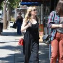 Kirsten Dunst – Seen Out for a walk with a friend in Studio City - 454 x 596