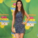 Victoria Justice Cutens Up the Kids' Choice Awards