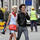 Agyness Deyn & Albert Hammond On A Romantic Stroll In London 2008-06-26