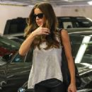 Kate Beckinsale – Visits a medical building in Beverly Hills - 454 x 681