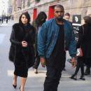 Kim Kardashian: walking at 'Palais de Tokyo' in Paris