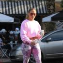 Jennifer Lopez – Seen at a Alfred Coffee In West Hollywood - 454 x 681