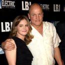 Jennifer Jason Leigh and Woody Harrelson