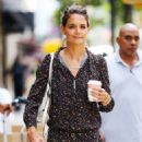 Katie Holmes shopping on Madison Ave in NYC - 454 x 575