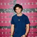 Actor Nathaniel Buzolic attends the 2015 MTV Video Music Awards at Microsoft Theater on August 30, 2015 in Los Angeles, California - 399 x 600