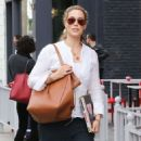 Elizabeth Berkley at Le Pain Quotidien in Beverly Hills January 30, 2015 - 454 x 585