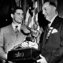 Johnny Lujack Receiving The Heisman Trophy 1947 - 390 x 342