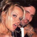 Pamela Anderson and Tommy Lee - 435 x 292