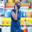 Maya Hawke – Wearing denim dress while out in NYC - 454 x 681