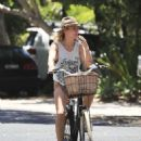 Elsa Pataky – Riding her bicycle in Byron Bay - 454 x 606