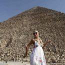 Paris Hilton: Pyramid Dancer