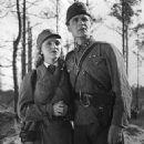 Tyttö astuu elämään (1943)