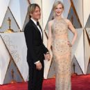 Keith Urban and Nicole Kidman At The 89th Annual Academy Awards - Arrivals (2017) - 454 x 597